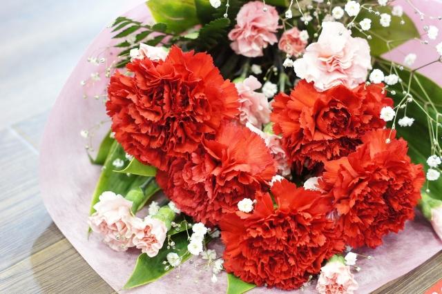 赤色の花を贈る~贈り物にオススメの赤色の花を定番・季節別に紹介~